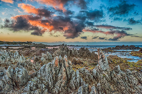 rocky shore at sunset [©2014 www.paulgodard.com]